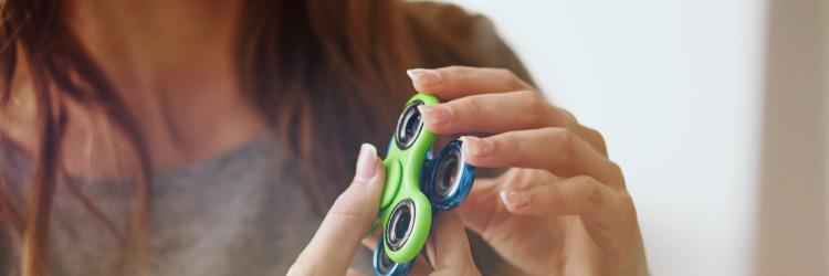 Fidget spinner: entenda se o gadget faz bem ou mal