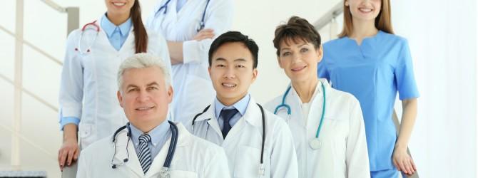 medicos-homem-mulher-profissionais