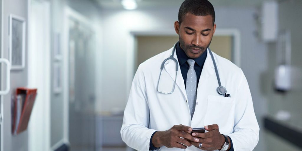 Saúde digital em prática na sua clínicas médicas | MedPlus