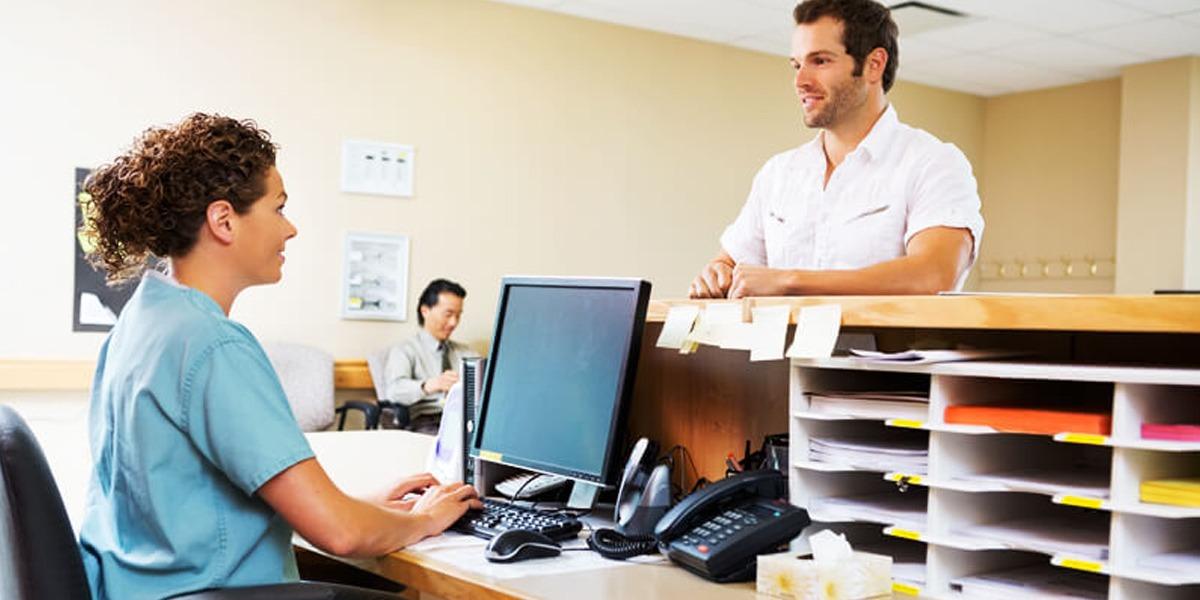 Secretária(o): saiba como fidelizar pacientes na clínica médica
